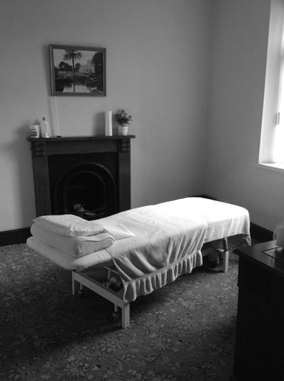 Ian Griffiths Felinfoel osteopath clinic treatment room